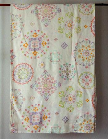 マルチカバー・インド綿・長方形・イタワ織・ランタナフラワー・白×マルチ